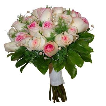 گل عروس با گل رز