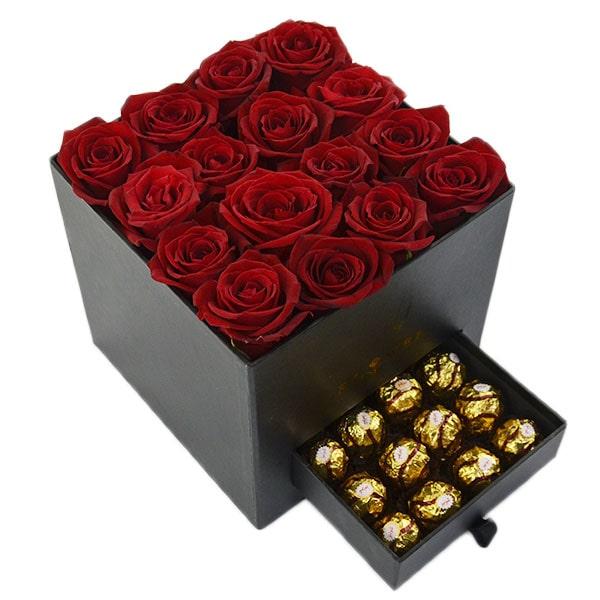 جعبه گل رز همراه با مخزن شکلات