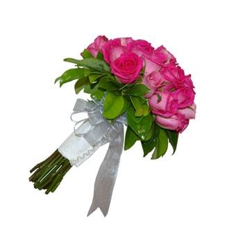 گل عروس با گل رز صورتی