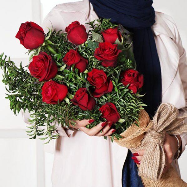 دسته گل لاکچری رز قرمز عاشقانه