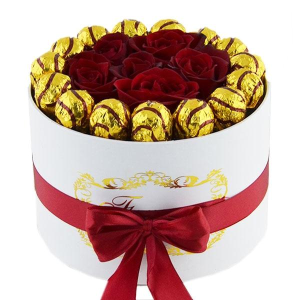 باکس گل رز قرمز همراه با شکلات